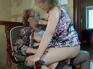 Flo&Alana pussyloving mom on video
